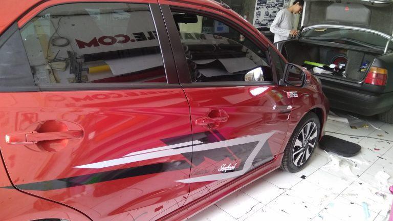 cutting stiker mobil | brio striping | mangele stiker Bandung