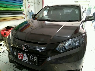 Wrapping stiker mobil HRV | call 081227722792 | mangele stiker
