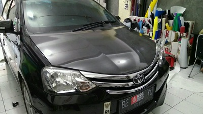 pasang stiker carbon mobil di bandung | call 081227722792