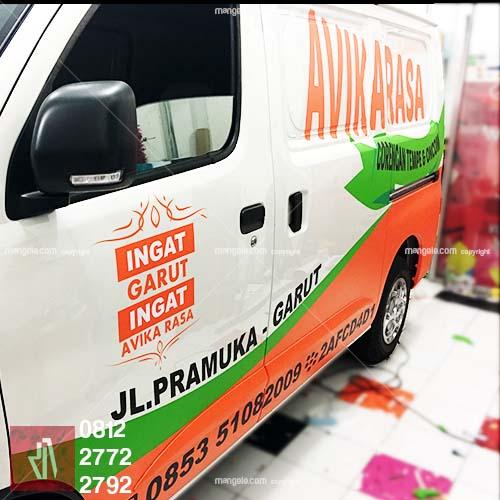 stiker mobil branding   avika rasa granmax di bandung   mangele stiker 081227722792