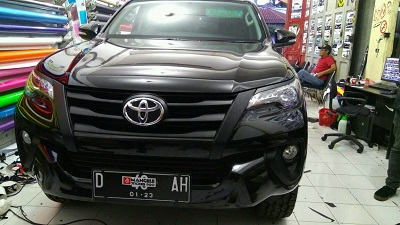 wrapping stiker mobil | Grill fortuner bandung | mangele stiker 081227722792