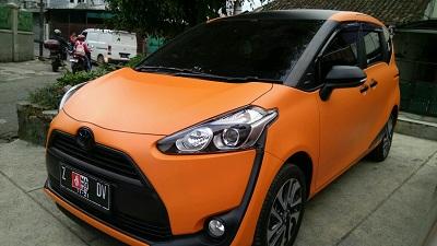 wrapping stiker mobil | Orange Doff Stiker Sienta di Bandung | mangele stiker 081227722792