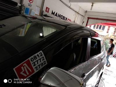 wrapping stiker mobil   Xpander Hitam Gloss Atap di Bandung   mangele stiker 081227722792